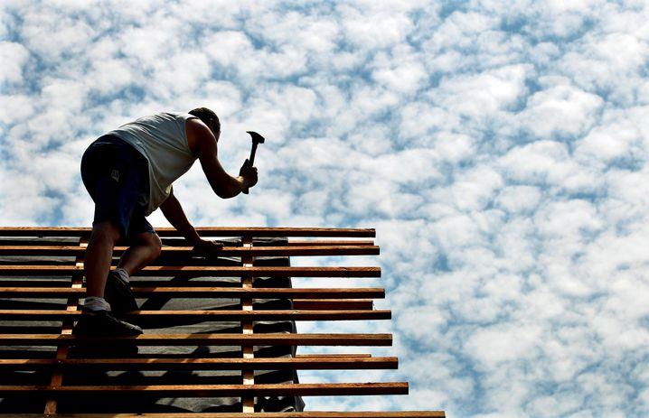 Dachdecker: Ein Berufsleben lang jedem Wetter ausgesetzt