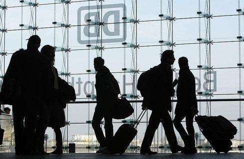 Fahrgäste im Berliner Hauptbahnhof: 59 Millionen Menschen nutzten in der ersten Hälfte des Jahres 2008 den Fernverkehr der Bahn.