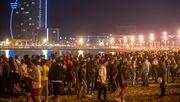 Menschen feiern Ende der Ausgangssperre, als wäre die Pandemie vorbei