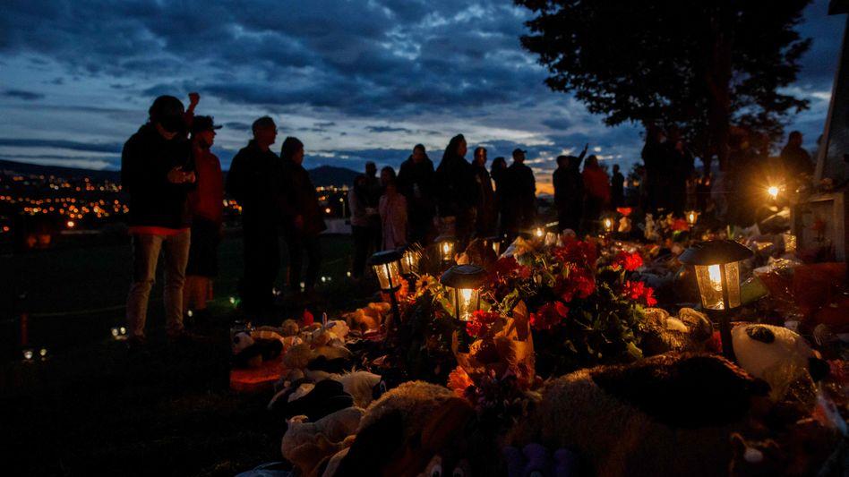 Zeremonie nach dem Fund der Überreste von 215 Kindern (Anfang Juni): Die Heime prägten ganze Generationen