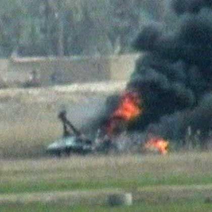 Brennendes Hubschrauberwrack am 7. Februar in der Provinz Anbar: Abschuss mit modernen Flugabwehrrakten