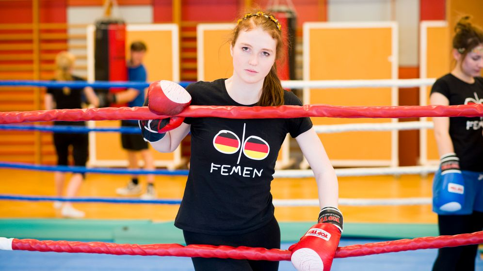 Photo Gallery: Topless Training with Femen