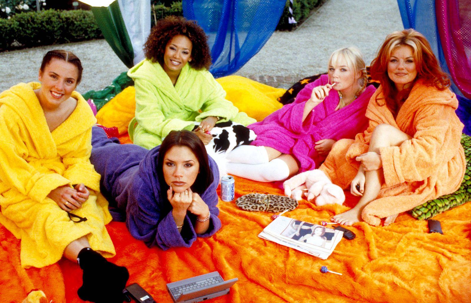 SPICE WORLD, Melanie Chisholm, Victoria Beckham, Melanie Brown, Emma Bunton, Geri Halliwell, 1997,(c) Columbia/courtesy