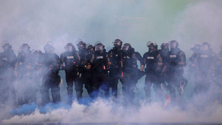 Polizeieinsatz mit Tränengas in Minneapolis, Minnesota: Nach dem Tod eines Schwarzen soll es nun Reformen geben