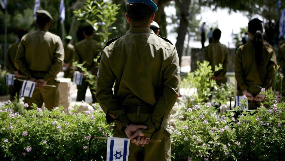 """Israelische Soldaten: Opfer von """"Fakebook"""""""