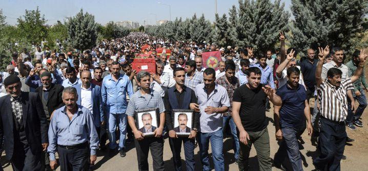 Beerdigung der Opfer der Auseinandersetzungen in Diyarbakir