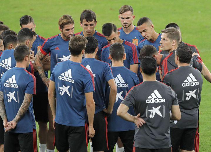 Robert Moreno (rechts) trainiert erstmals ein Männerteam als Chefcoach