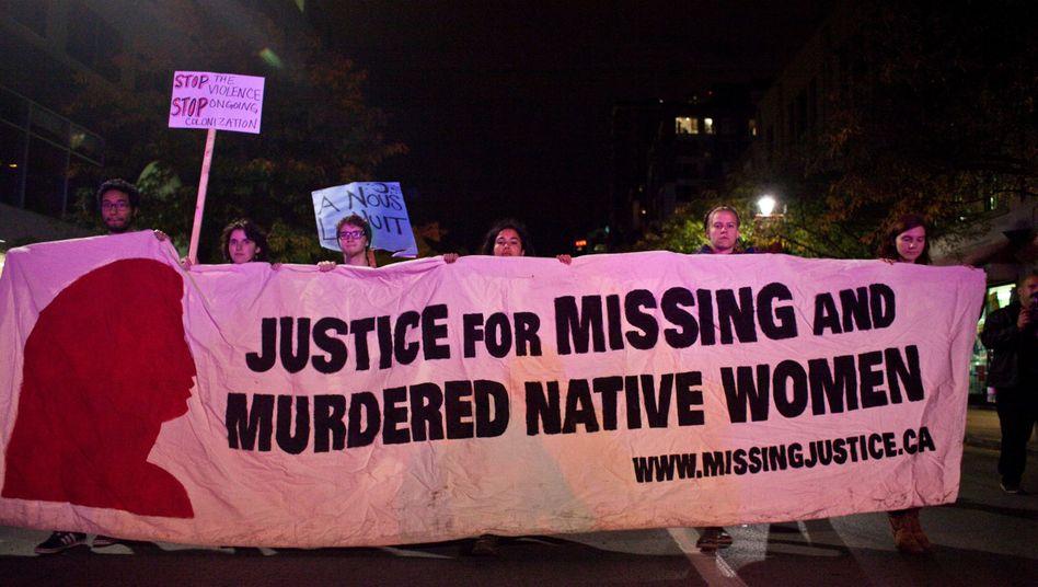 Protestmarsch: Aktivisten fordern in Montreal Gerechtigkeit für vermisste und ermordete Ureinwohnerinnen