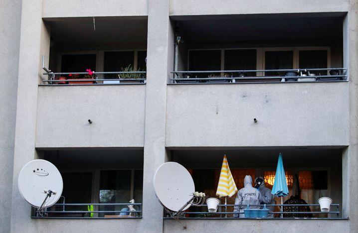 """Polizisten auf dem Balkon einer Wohnung: Großer Schlag der Soko """"Epaulette"""""""