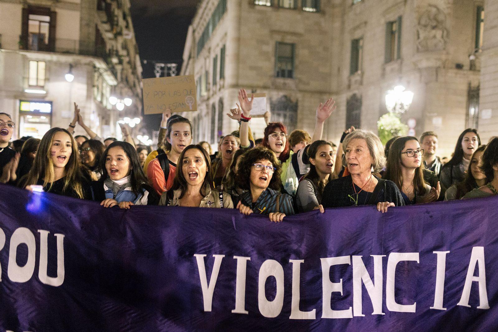 EINMALIGE VERWENDUNG Spanien/ Barcelona/ Feministinnen