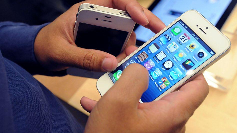 Ein Apple-Kundemit demiPhone 5: In Brasilien muss das Handy wohl anders heißen