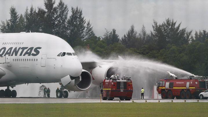 Notgelandeter Airbus: Trümmer auf Batam
