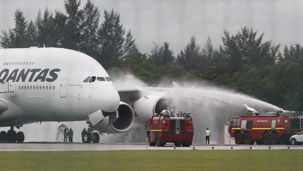 Photo Gallery: A380 Emergency Landing in Singapore