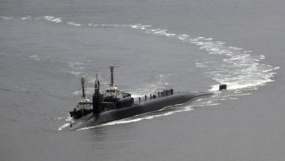 """Koreas Küste: Ankunft der USS """"Michigan"""""""
