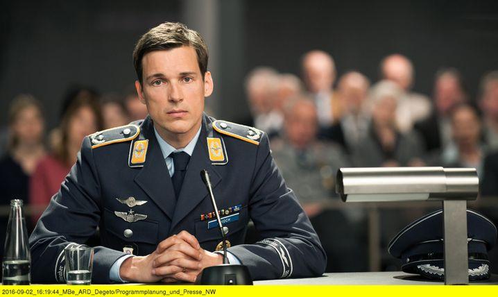 Darsteller Florian Fitz als Pilot: Schuldig oder nicht schuldig?