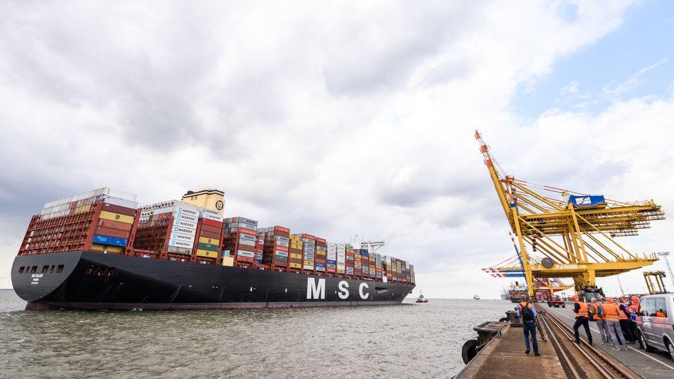 Containerschiff in Bremerhaven