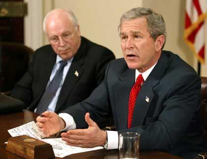 George W. Bush und Dick Cheyney: November-Duell gegen John & John