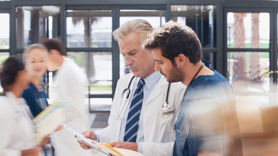Mediziner gesucht (Archivbild): Schaffen Asylbewerber Abhilfe?