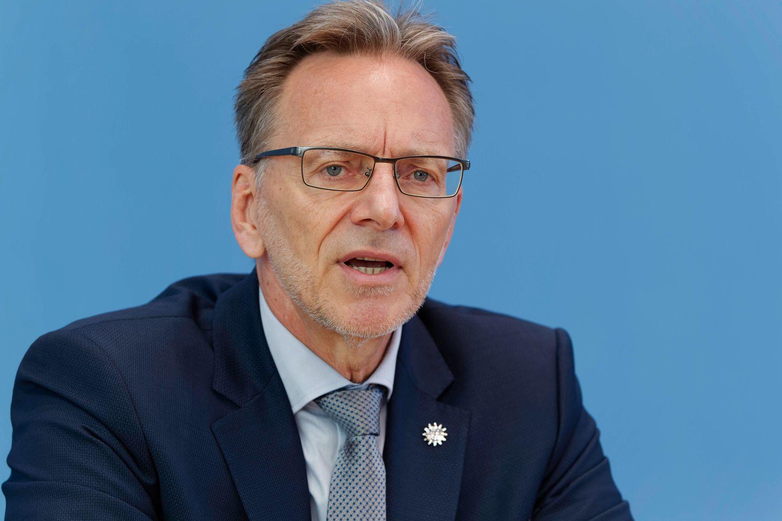 Holger Münch 2021-07-27 - Deutschland, Berlin - Die Drogenbeauftragte der Bundesregierung und Holger Münch, Präsident de
