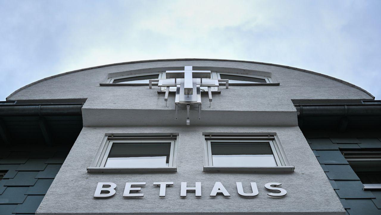 Coronavirus-Ausbruch nach Gottesdienst: Frankfurter Kirchengemeinde räumt Fehler ein