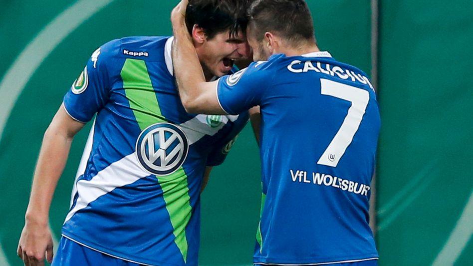 "Wolfsburgs Torschützen Klose (l.), Caligiuri: ""Verdient gewonnen"""