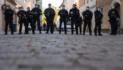 30 Menschen attackieren Polizisten bei Anti-Corona-Demo
