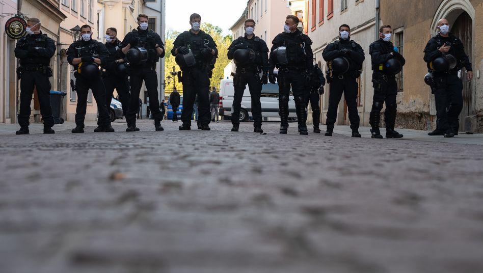 """Polizeieinsatz in Pirna (am 6. Mai): Zahlreiche """"gewaltbereite"""" Personen unter den Demonstranten"""