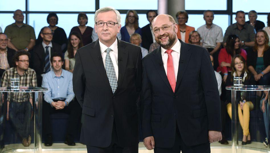 """Spitzenkandidaten Juncker und Schulz in der ARD-""""Wahlarena"""" in Hamburg: Liebe zu Europa mal ganz stark, mal bei Bedarf vergessen"""