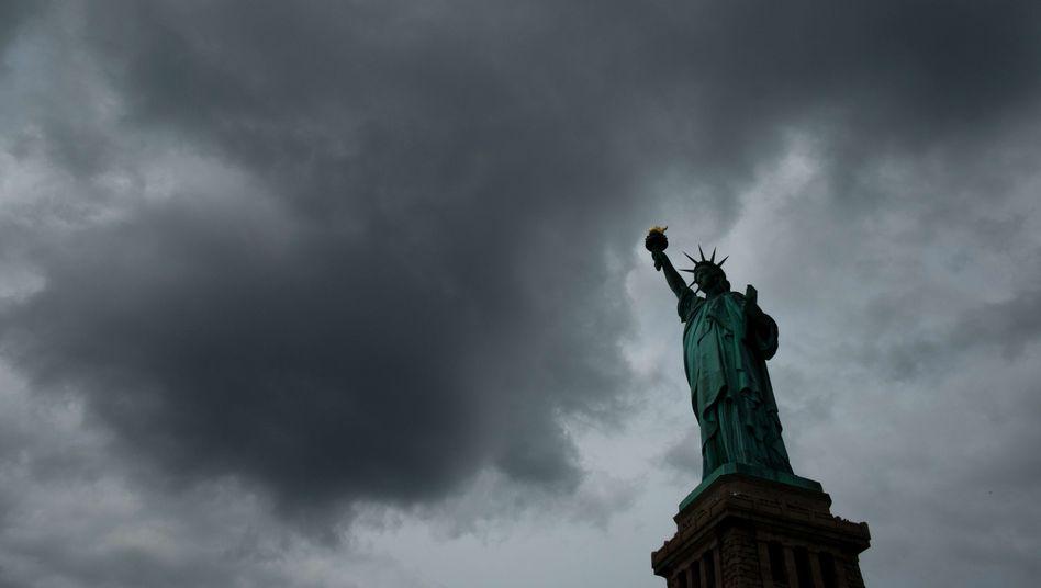 Freiheitsstatue vor New York City: Zufluchtsort in stürmischen Zeiten
