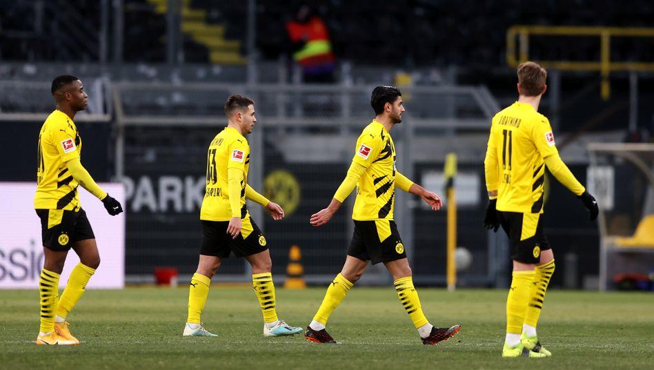 Dortmunder Spieler nach dem 2:2 gegen Hoffenheim
