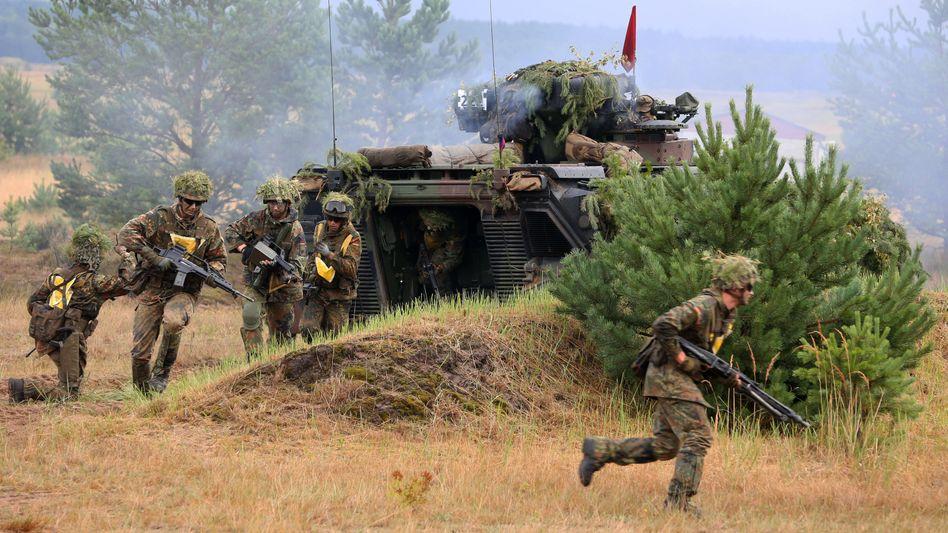 Grenadiere beim Manöver: Wenige Freiwillige gehen zur Bundeswehr