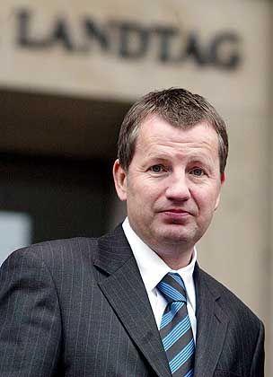 Minister Stratmann: Sparen ad HOK