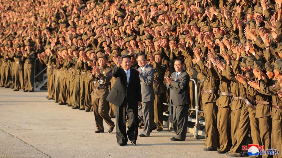 Nordkoreas Machthaber Kim Jong Un: Stolz auf sein Waffenarsenal