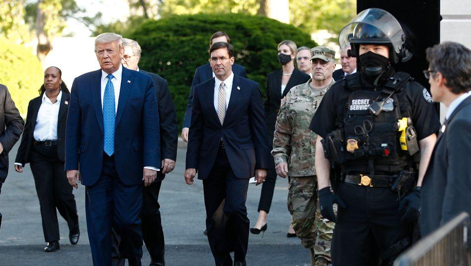 Donald Trump am Montag vor dem Weißen Haus