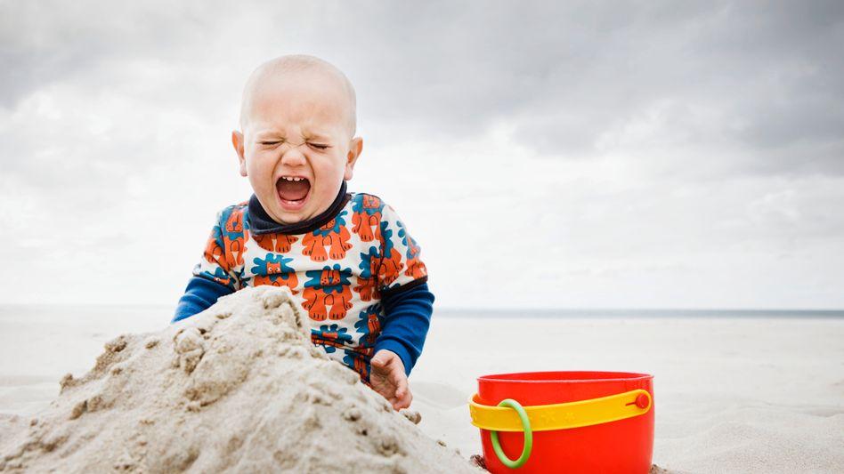 Spielendes Kind: Angepasste Ernährung für schwierige Kinder