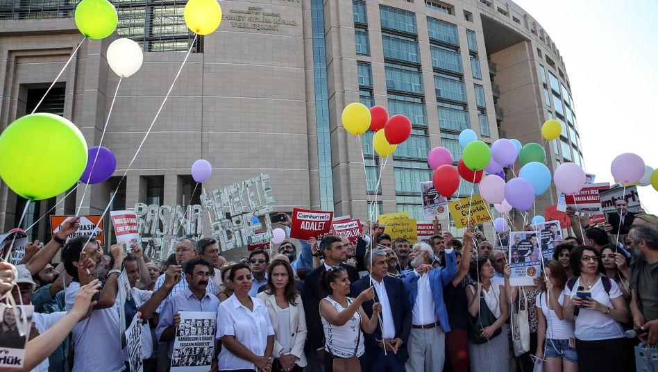 Protest vor dem Gericht in Istanbul