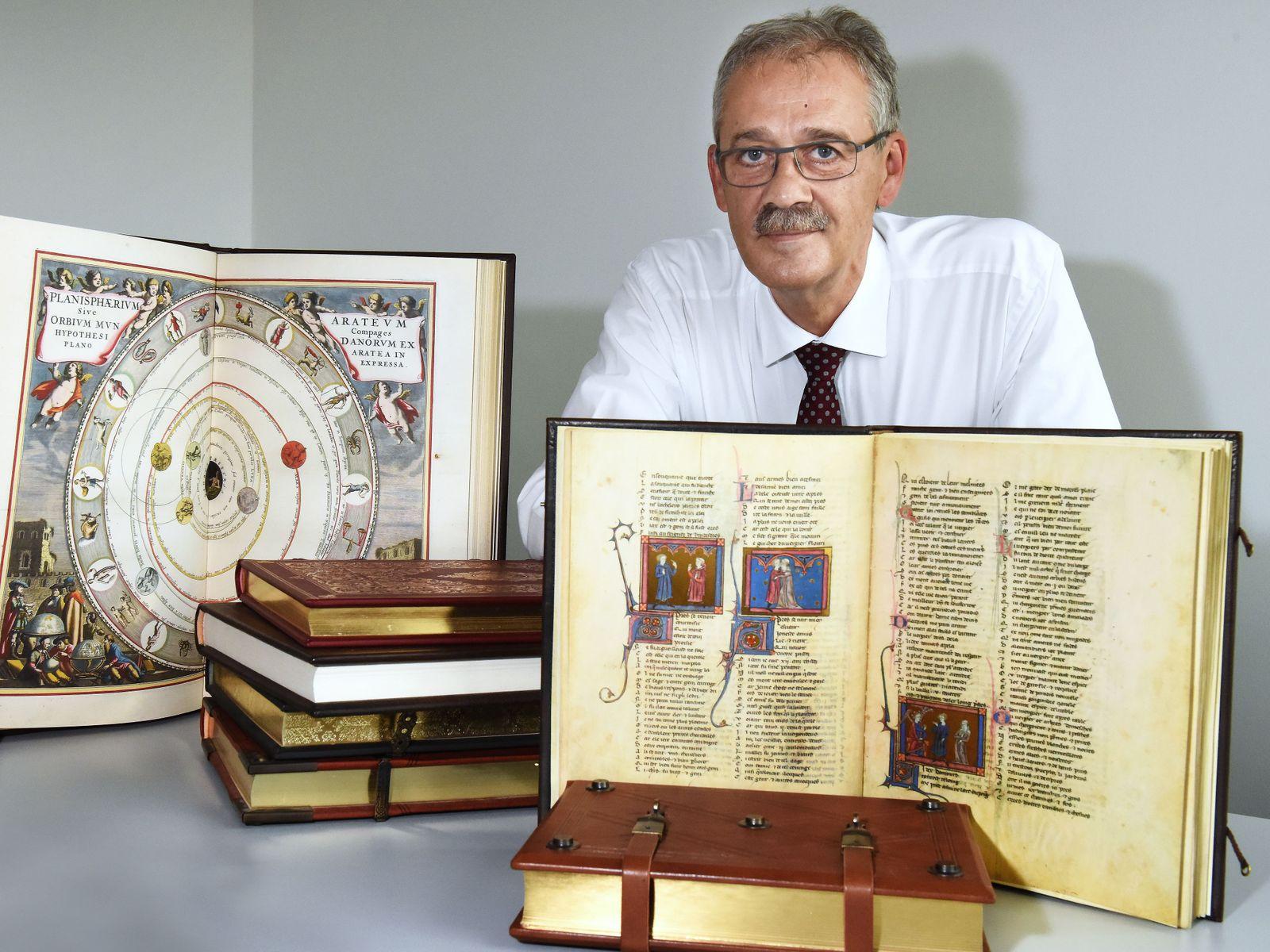 Angeblich teure alte historische Bücher