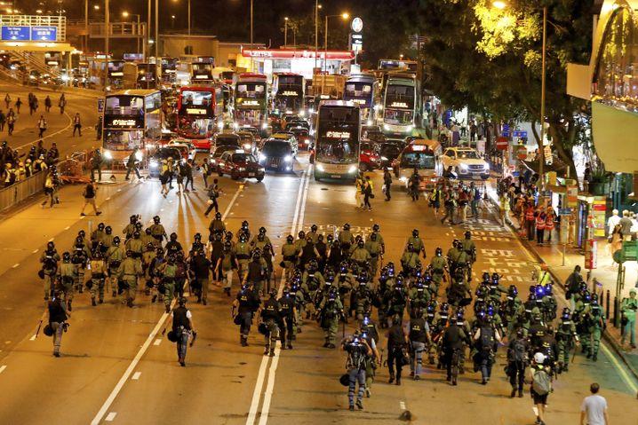 Barrikaden in Hongkongs Zentrum: 82 Personen wurden allein am Montag verhaftet