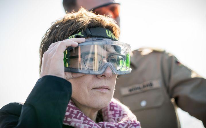 Verteidigungsministerin Kramp-Karrenbauer (im Dezember 2019 auf der Korvette »Ludwigshafen am Rhein« vor Zypern)