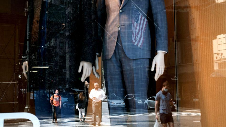 Schaufenster des Herrenausstatters Brooks Brothers (in New York): Beeinträchtigen Shorts die Produktivität?