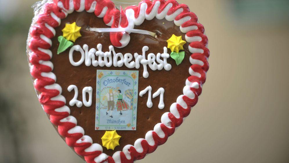 Photo Gallery: New Initiative to Help Keep Women Safe at Oktoberfest