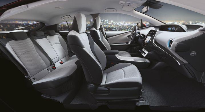 Im Innenraum bietet der neue Prius jetzt mehr Platz