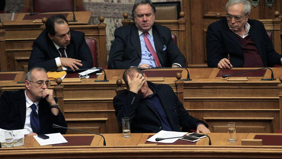 Finanzminister Varoufakis und Stellvertreter Mardas (vorne r. und l.): Geldsorgen