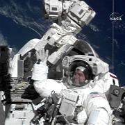 US-Astronaut Rex Walheim bei der Arbeit im All: Außeneinsatz erfolgreich abgeschlossen