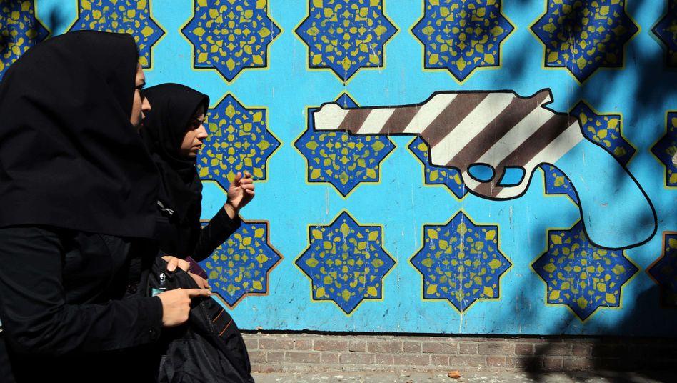 """Korrekt gekleidete Iranerinnen in Teheran: """"Unmoral ist sehr weit verbreitet in unserer Gesellschaft"""""""