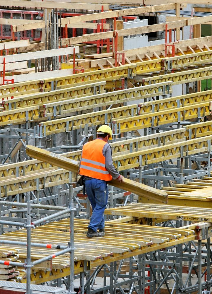 Bauarbeiter in Stuttgart: Wirtschaftsexperten fordern, den deutschen Arbeitsmarkt für Osteuropäer zu öffnen