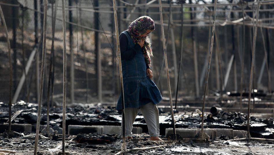 """Migrantin in den Resten des abgebrannten Lagers Moria: """"Es drohen viele neue Morias zu entstehen"""""""