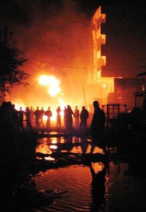 """Iraker rennen nach der Explosion zum Hotel: """"Nein, nein, nein"""", schreien die Menschen in ihrer Verzweiflung"""