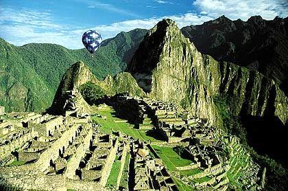 Riesige Terrassenanlagen als Überbleibsel der verlorenen Stadt der Inka