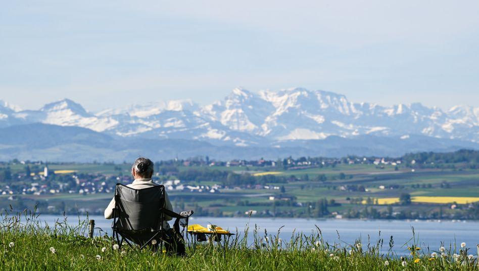 Sommerwetter am Sonntag (in Meersburg, Baden-Württemberg): Hitze im Südwesten